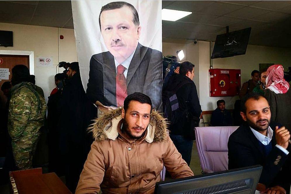 Foto: Una imagen de Erdogan en la entrada al hospital de Yarábulus. (P. Cebrián)