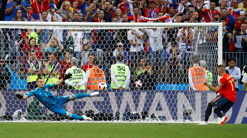 Foto: Akinfeev paró el penalti a Aspas, el quinto de España, y certificó la clasifcación de Rusia para octavos de final. (Reuters)