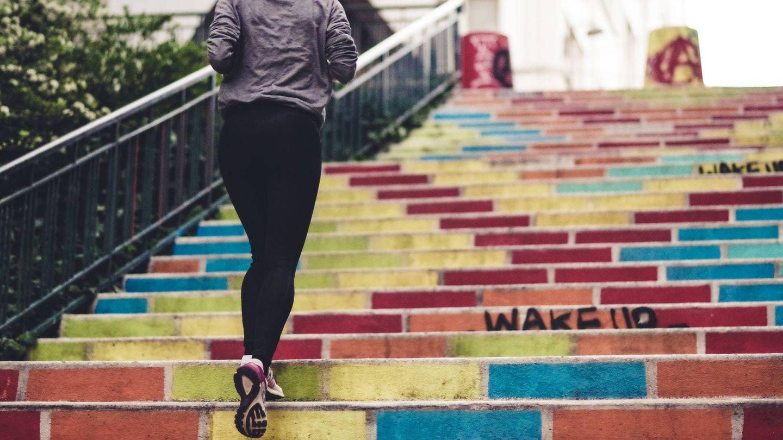 En forma a partir de los 40 con estos ejercicios físicos. (@evstyle para Unsplash)