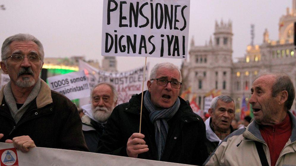 Foto: Miles de personas protestan en Madrid para reclamar pensiones dignas. (EFE)
