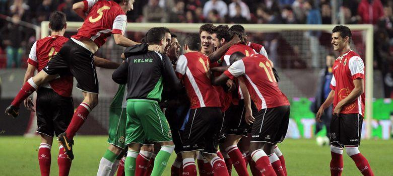 Foto: Los jugadores del Racing celebran el triunfo (EFE)