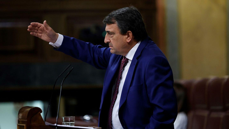 El diputado del PNV Aitor Esteban, en la tribuna del Congreso. (EFE)
