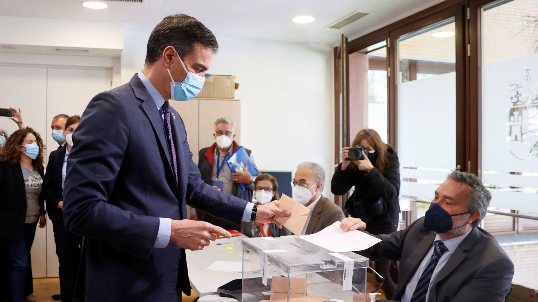 El presidente del Gobierno, Pedro Sánchez, vota en las elecciones. (EFE)