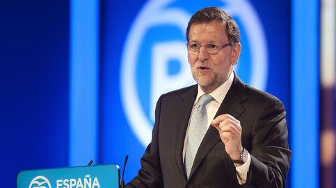 Rajoy promete la gratuidad de los libros de texto digitales a su paso por Asturias