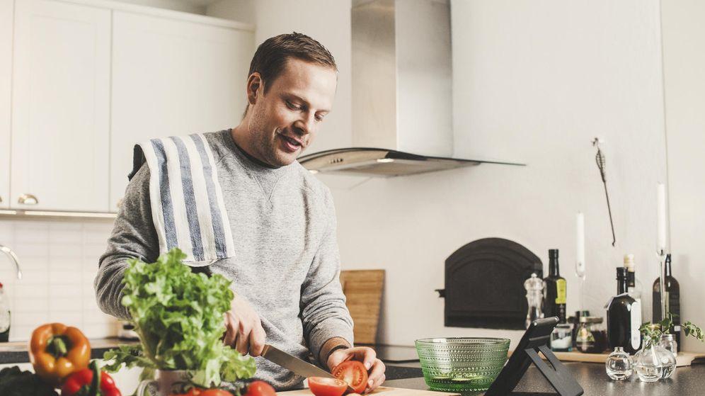 Foto: Cocinar más y evitar los productos procesados es clave para reducir la inflamación. (iStock)