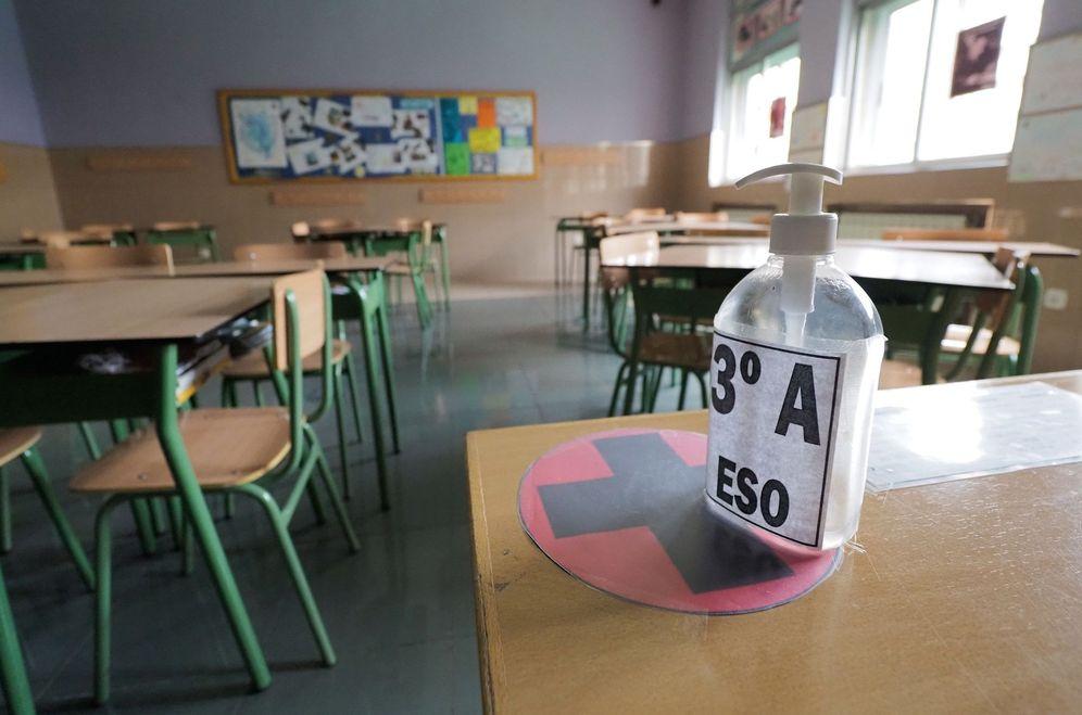Foto: Aula vacía en el colegio Lourdes, en Valladolid. (EFE)
