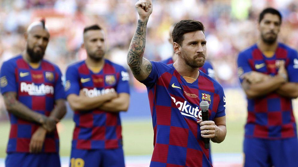 Foto: Leo Messi dio un discurso a la afición antes del Trofeo Joan Gamper. (EFE)