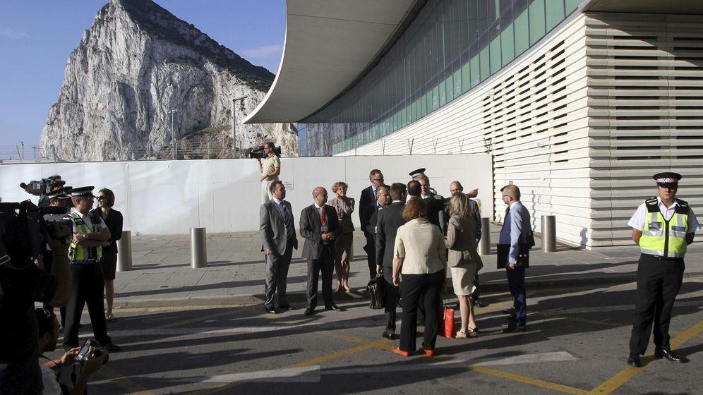 Foto: Inspección de la UE a la Verja de Gibraltar en 2014. (EFE)