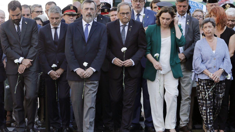 Foto: De izquierda a derecha: Roger Torrent, Fernando Grande-Marlaska, Manuel Cruz, Quim Torra, Ada Colau y Teresa Cunillera. (EFE)