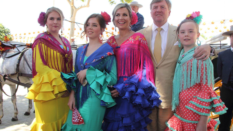 Foto: Los reyes de Holanda y sus hijas en la Feria de Abril. (Lagencia Grosby)