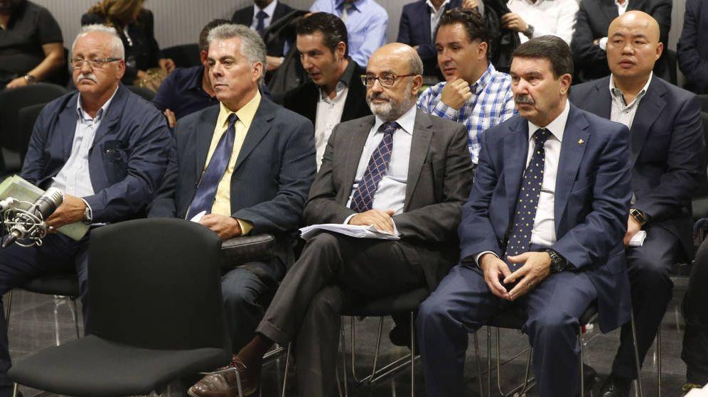 Foto: Los policías acusados en el caso Emperador y ya absueltos. (EFE)