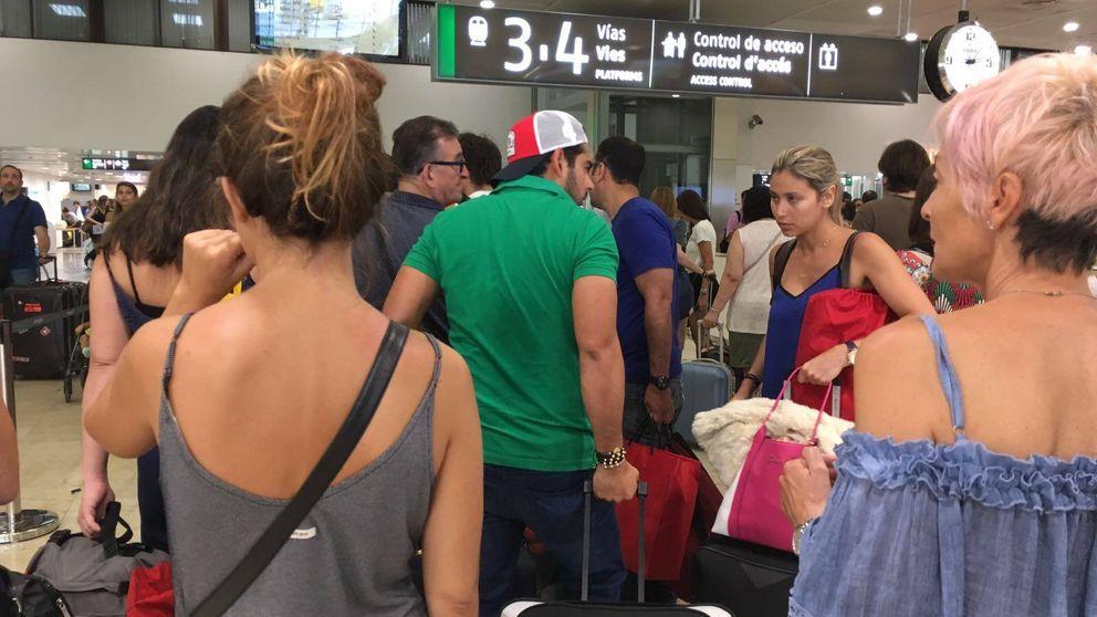 Calma y registros en las estaciones de trenes tras el atentado de Barcelona