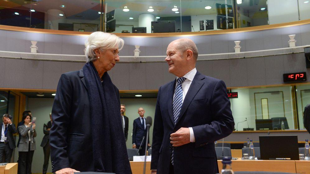 Foto: El ministro de Finanzas alemán, Olaf Scholz, y la presidenta del BCE, Christine Lagarde, en la reunión del Eurogrupo. (Reuters)