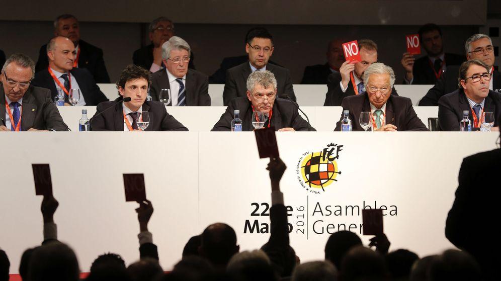 Foto: Villar, durante la última Asamblea de la Federación Española de Fútbol. (EFE)