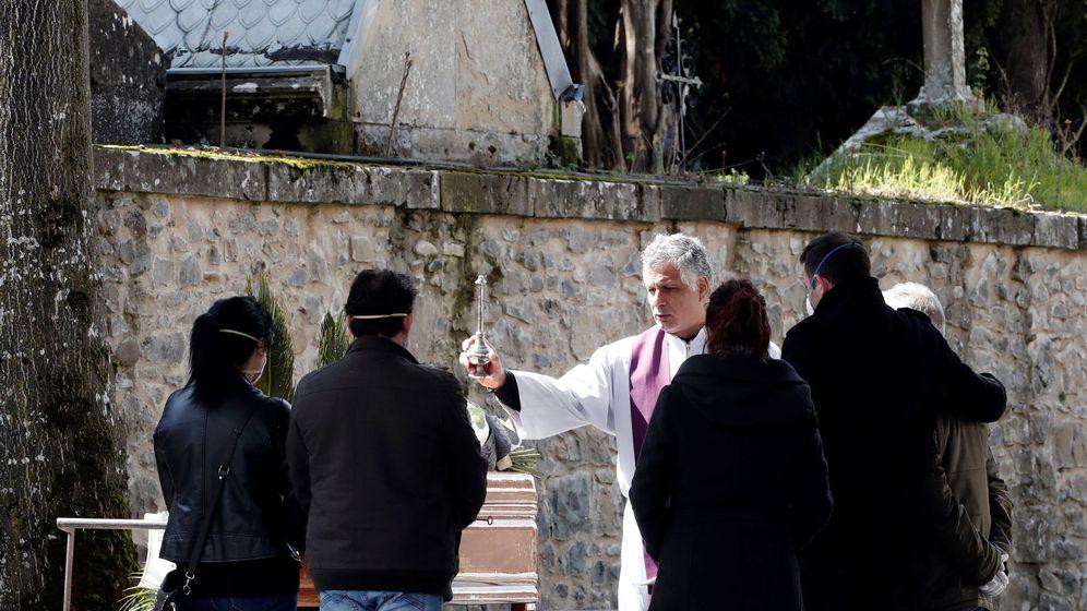 Foto: Funeral el pasado 2 de abril en el cementerio de Pamplona. (EFE)