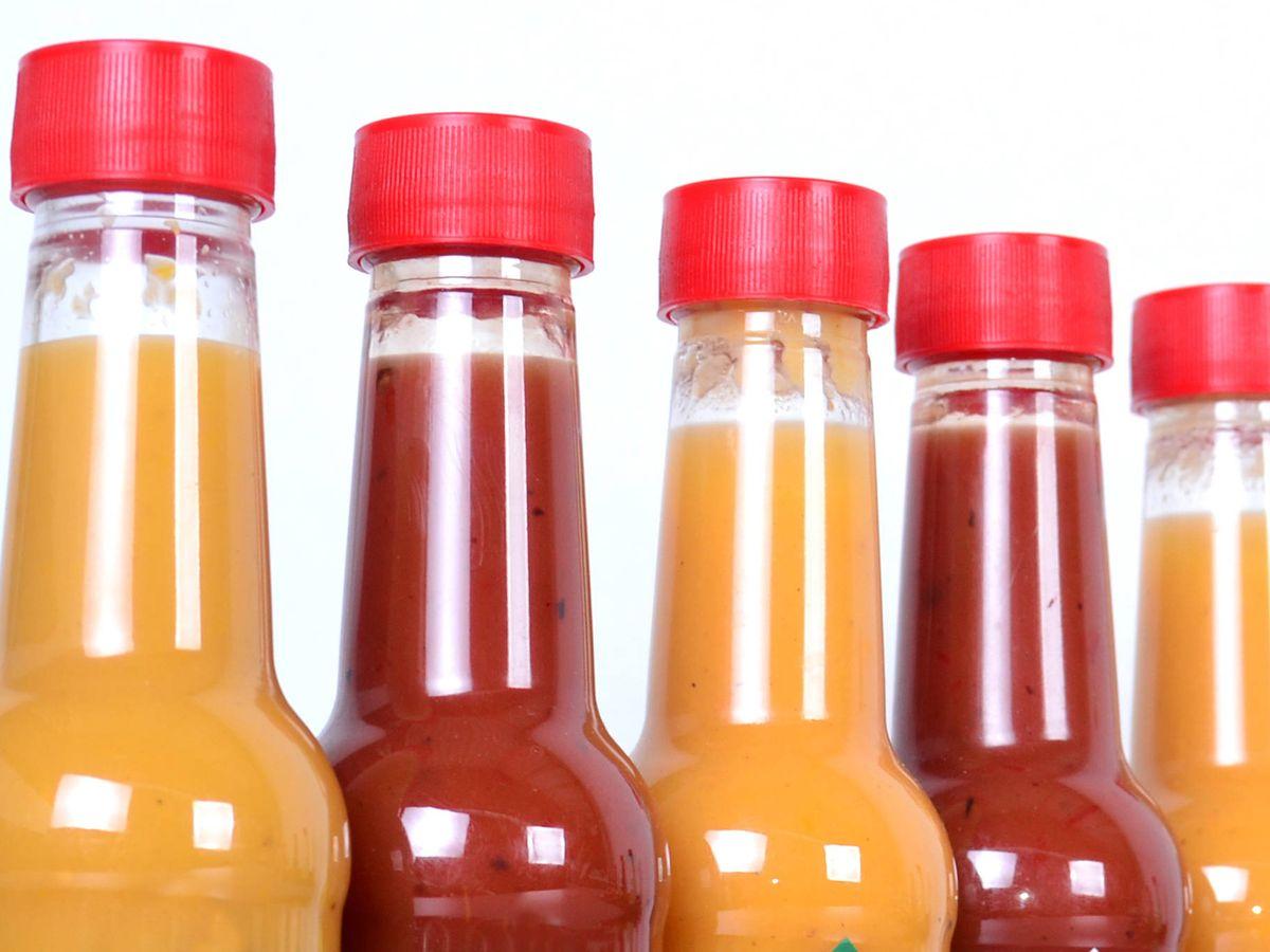 Foto: Ojo con las etiquetas de las salsas. (iStock)