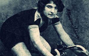 Alfonsina Estrada, la única mujer con dorsal en toda la historia del Giro