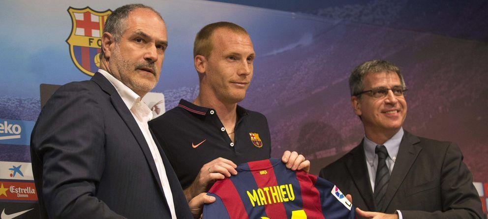 Foto: Andoni Zubizarreta, en la presentación de Jérémy Mathieu como nuevo jugador del Barcelona.