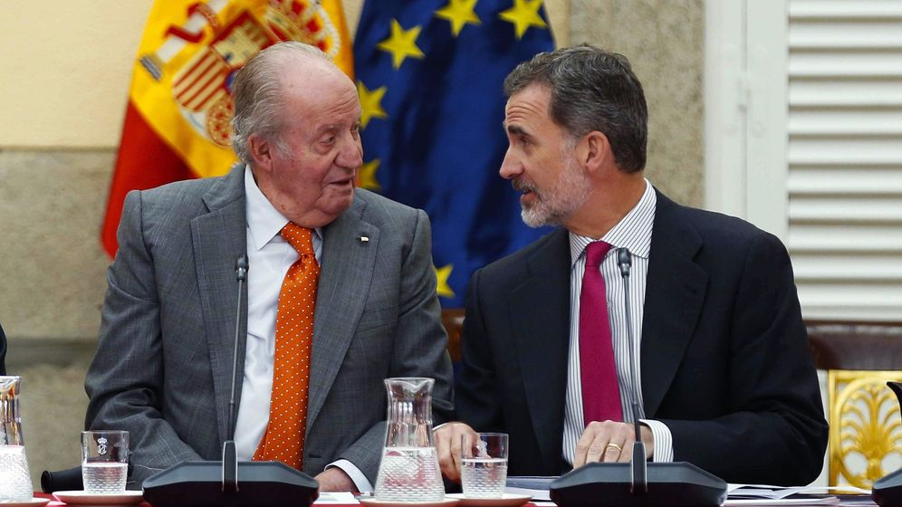 Foto: El rey Juan Carlos y Felipe VI, durante la última reunión del patronato de la Fundación Cotec la semana pasada. (EFE)