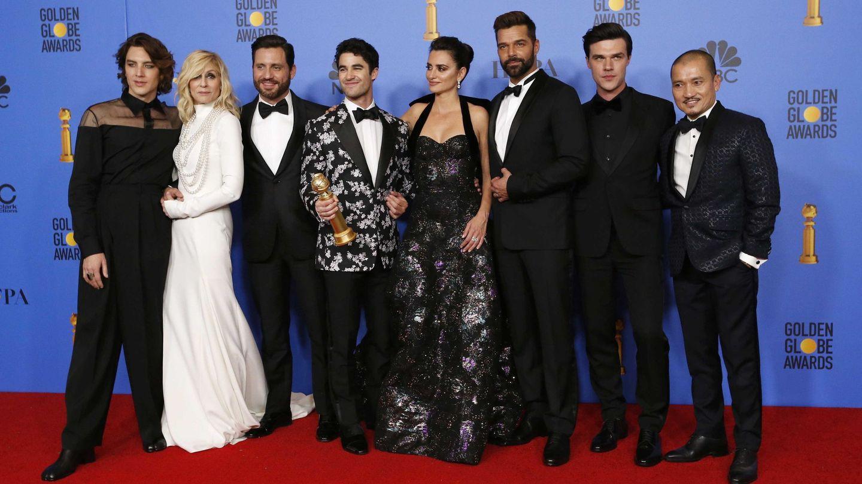 El equipo de 'El asesinato de Gianni Versace' posa tras la ceremonia. (Reuters)