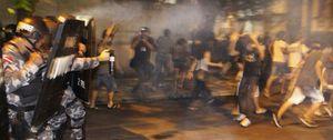 La violencia deja el partido entre Brasil y Uruguay al borde de la suspensión