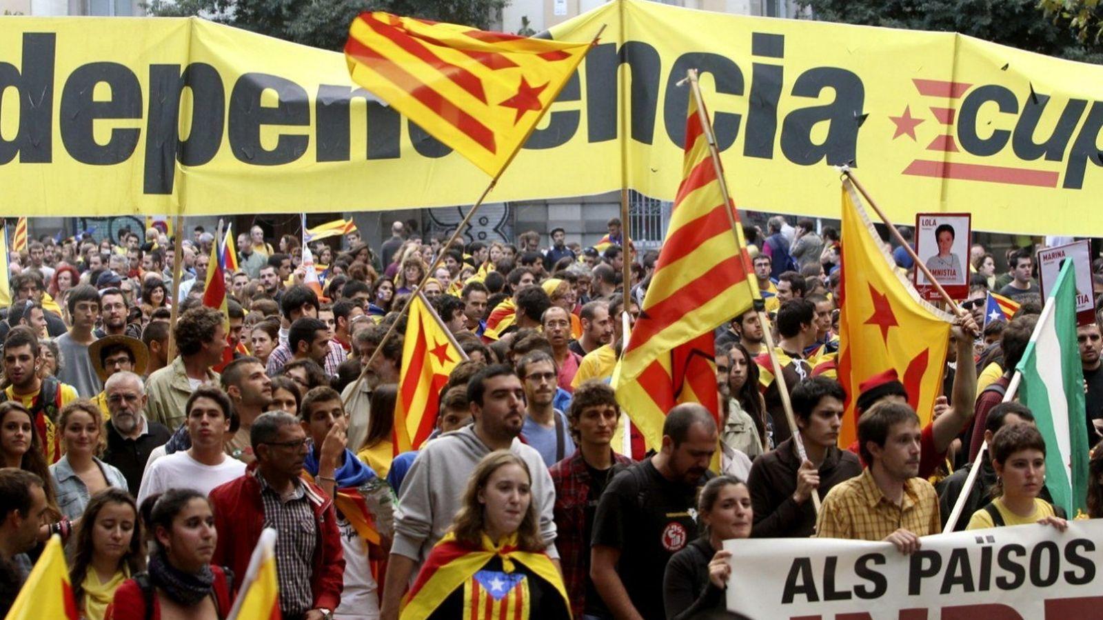 Foto: Imagen de una manifestación a favor de la independencia de Cataluña desarrollada durante la Diada de hace dos años en Barcelona. (EFE)