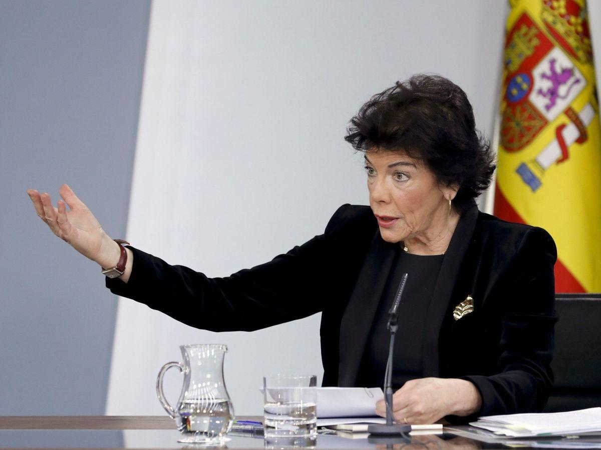 Foto: La portavoz del Gobierno en funciones, Isabel Celaá durante la rueda de prensa tras el último Consejo de Ministros de 2019. (EFE)