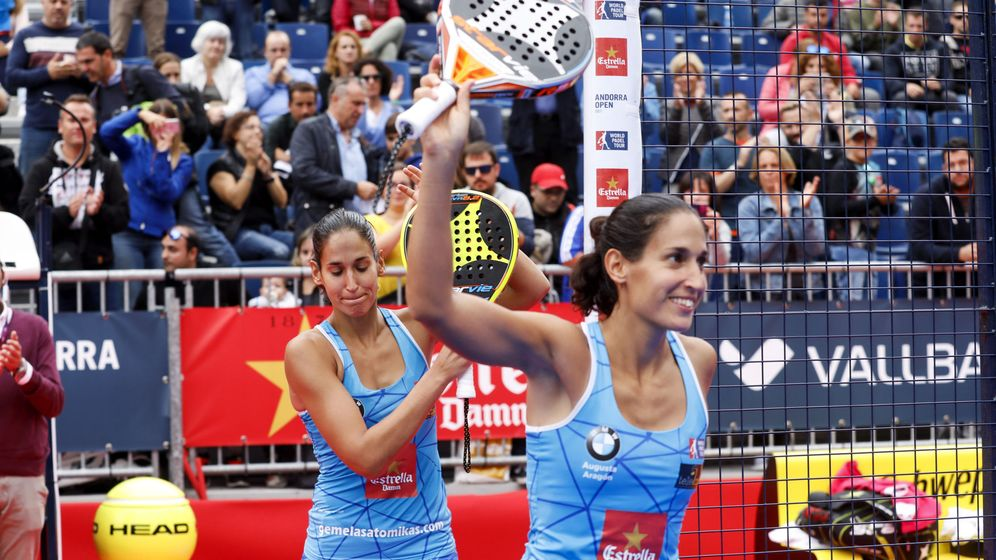 Foto: Las hermanas Alayeto celebran su victoria en la final del Vallbanc Andorra Open. (EFE)