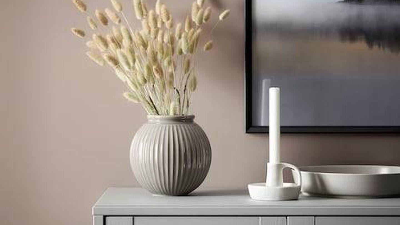 Portavelas de cerámica de Ikea. (Cortesía)