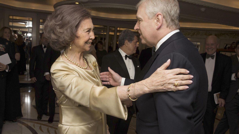 La reina Sofía y el príncipe Andrés, en Londres. (Gtres)