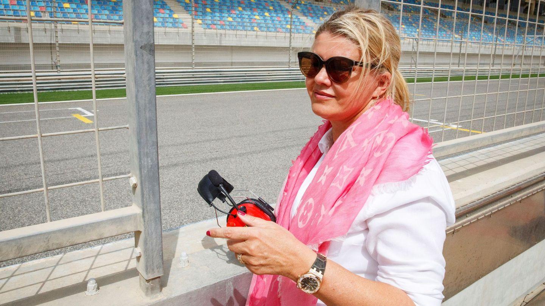 Corinna viendo la prueba de su hijo con Ferrari. (EFE)