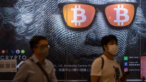 Bitcoin prohibido en China y frenesí en el Festival de cine de San Sebastián: el día en fotos