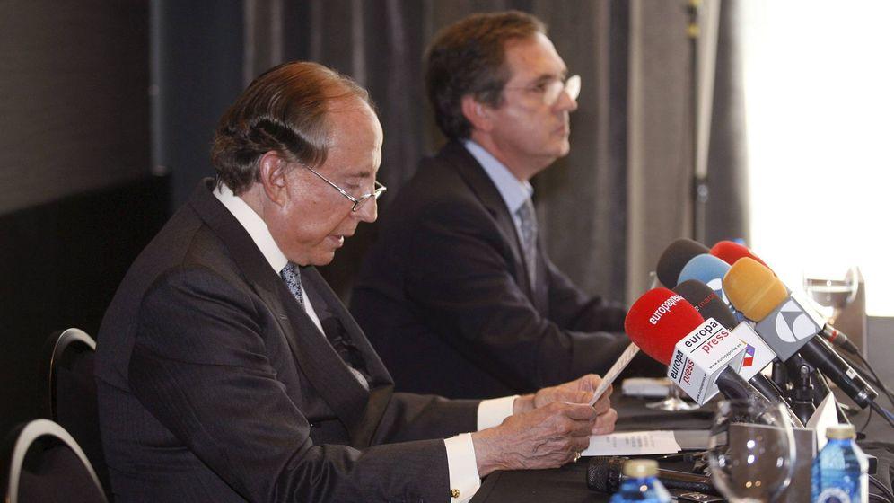 Foto: El ya fallecido José María Ruiz Mateos, junto a Joaquín Yvancos, abogado de Rumasa durante 30 años. (EFE)