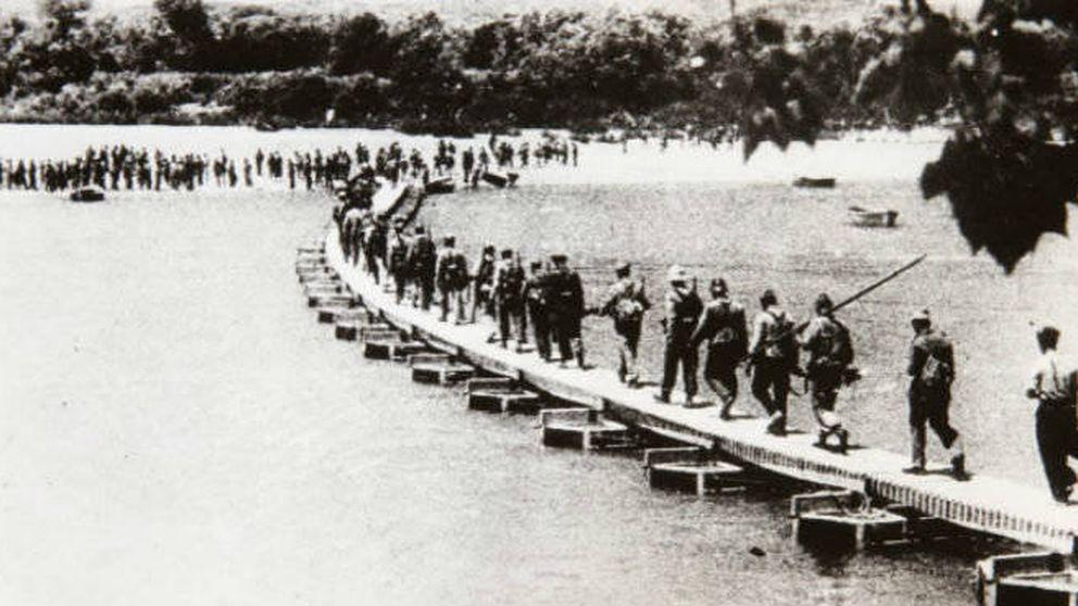En la línea del Ebro: Pérez-Reverte y la batalla más decisiva de la Guerra Civil