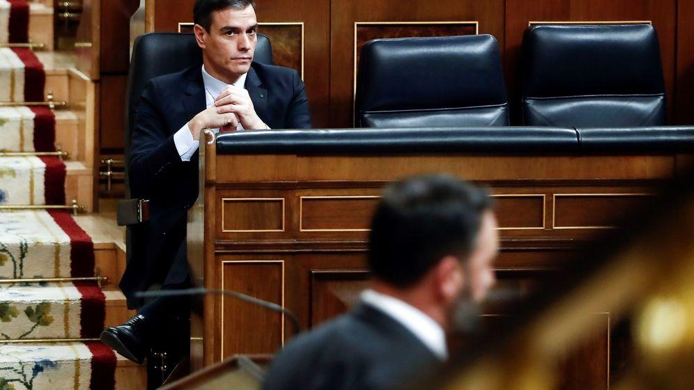 Foto: El presidente del Gobierno, Pedro Sánchez, tras la intervención de Santiago Abascal en el pleno del Congreso del pasado 25 de marzo. (EFE)