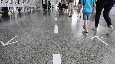 La caída del turismo pasa ya una factura de 7.100 M y amenaza el superávit exterior
