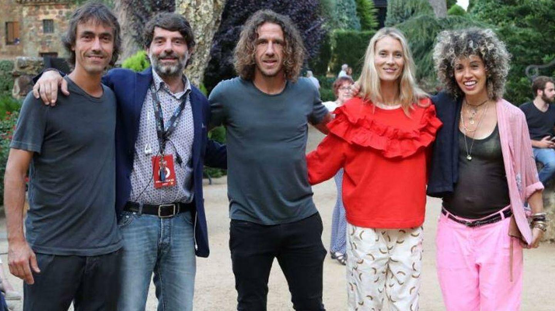 Carles Puyol, con Vanesa Lorenzo, Juli Guiu, Xavier Aguilar y Anna Rovira. (Cortesía)