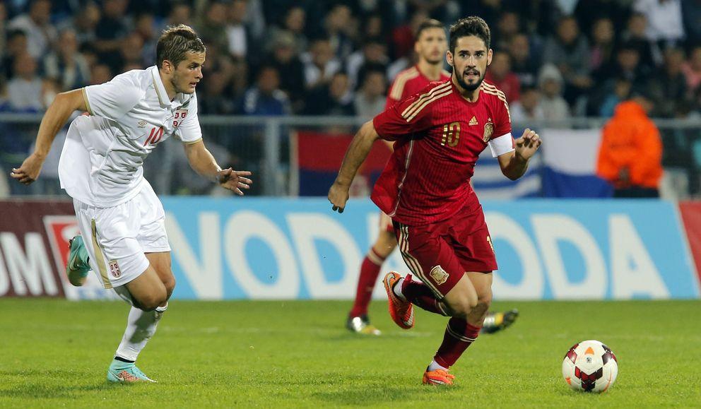 Foto: Isco ejerció de capitán en la ida contra Serbia (Cordon Press)
