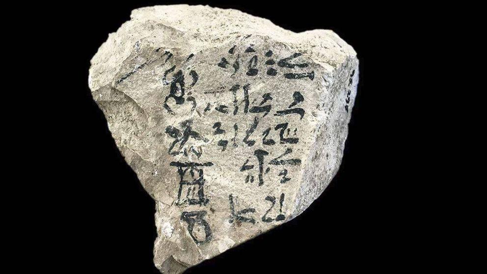 El enigma del ABCD: la piedra egipcia en la que aparece el alfabeto