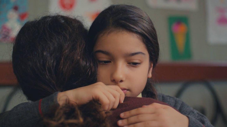 Bahar, junto a su hija Nisan. (Atresmedia)