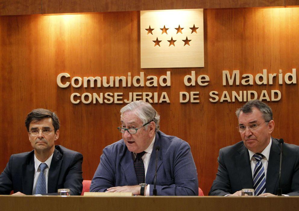 Foto: El consejero de Sanidad de la Comunidad de Madrid, Javier Rodríguez (c). (EFE)