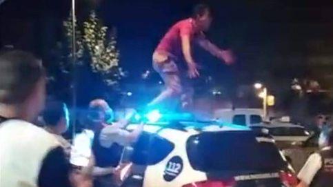 Vecinos de Barcelona graban la violenta reacción de un detenido
