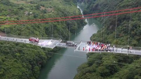 China inaugura un puente de cristal de récord: más de medio kilómetro