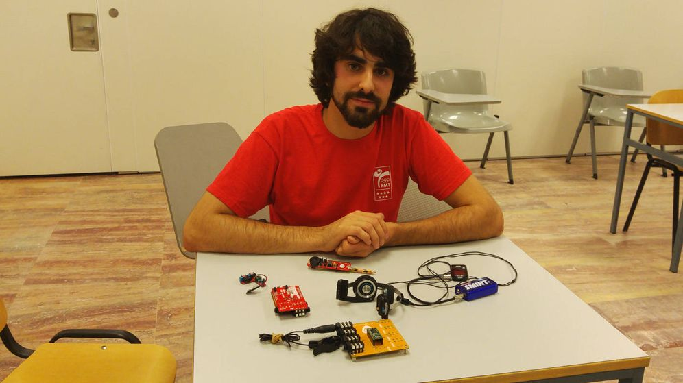 Foto: Jorge Frutos, miembro fundador de la UC3Music, con sus cacharros musicales. (Cristina Sánchez)