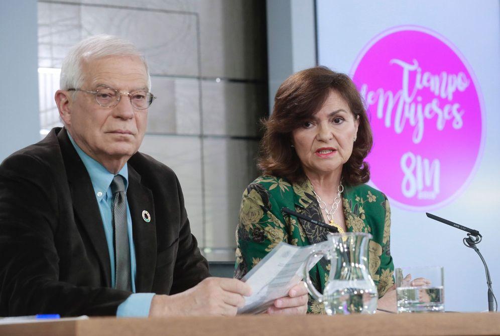 Foto: La vicepresidenta, Carmen Calvo, y el ministro de Exteriores, Josep Borrell, este 1 de marzo en la Moncloa. (EFE)