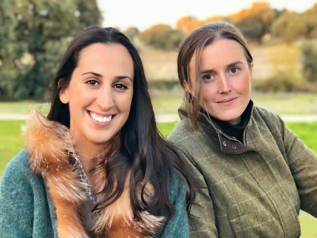 Foto: Belén Lizarriturri, la primera por la izquierda, con Inés Pérez Pla, quien también es íntima amiga de Belén Corsini. (Cortesía)