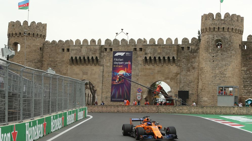 Foto: Fernando Alonso durante la jornada del sábado en Bakú (EFE)