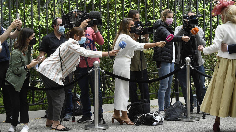 Periodistas y fotógrafos atentos a la llegada de invitados. (Limited Pictures)