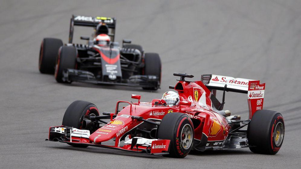 Foto: Jenson Button persiguiendo a Vettel en un gran premio de la pasada campaña.