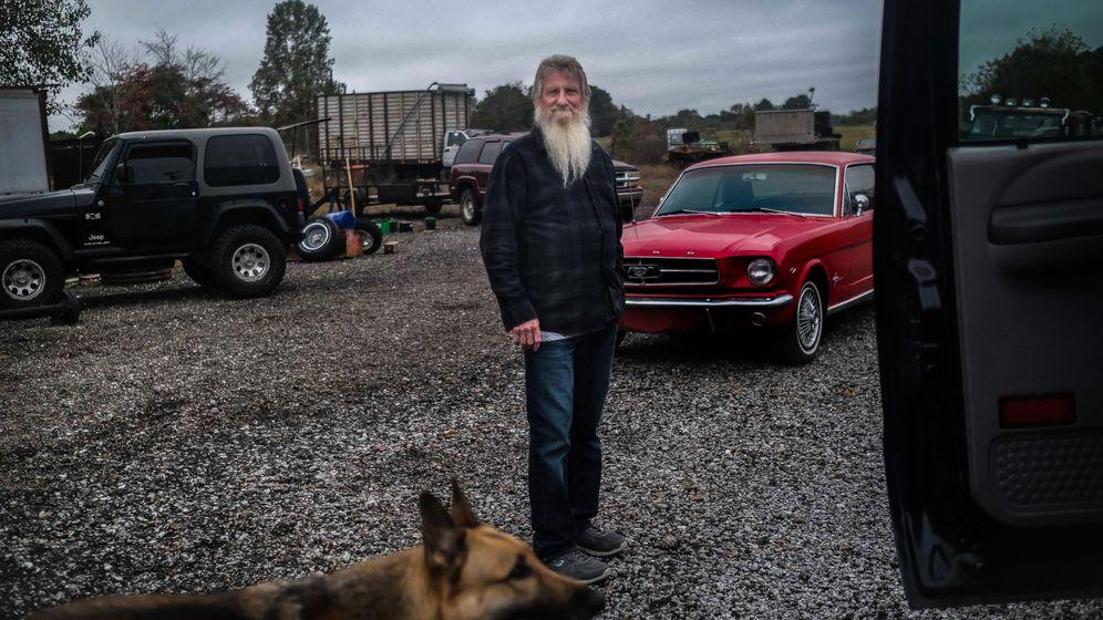 Foto: Un 'hillbilly', con su perro en Alabama, EEUU. (EFE)